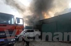 Hà Nội: Cháy lớn tại khu nhà xưởng trên đường Nguyễn Xiển