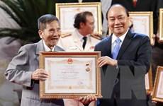 Thủ tướng trao tặng danh hiệu Nghệ sỹ Nhân dân cho diễn viên Trần Hạnh