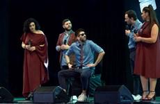 Khán giả thích thú với màn trình diễn 'Hồ trên núi' của nghệ sỹ Italy