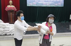 Trọng Tấn, Đăng Dương chia sẻ với người dân giữa dịch COVID-19