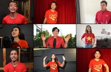 Thủ môn Văn Lâm cùng 200 nghệ sỹ hát vang ''Tự hào Việt Nam''