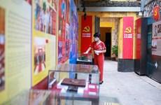 Yêu cầu du khách đeo khẩu trang trước khi vào bảo tàng, di tích