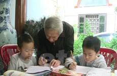 Ông giáo già 22 năm miệt mài dạy học miễn phí nơi sân đình