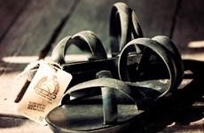 [Photo] Đôi dép cao su, hành trình từ chiến tranh đến hiện tại
