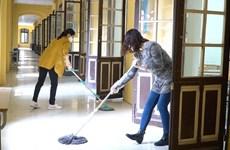 Chung tay sát khuẩn vệ sinh trường lớp đón học sinh trở lại