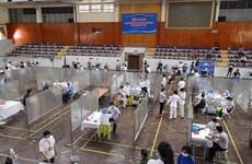 """Cận cảnh điểm tiêm vaccine theo mô hình """"bệnh viện dã chiến"""" ở Hà Nội"""