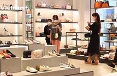 Cửa hàng và TTTM ngày đầu tiên mở lại: Thận trọng thăm dò thị trường