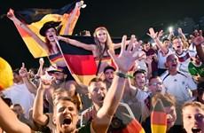 Các cổ động viên ở Brazil vui bóng đá chớ quên cảnh giác