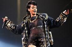 """Rihanna bất ngờ """"mất tích"""" trong lễ trao giải Grammy 2016"""