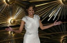Stacey Dash khiến khán giả kinh ngạc trên sân khấu Oscar