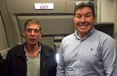 Phát sốt với ảnh con tin tươi cười bên kẻ cướp máy bay Ai Cập