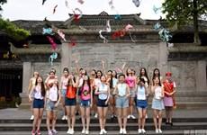 Nữ sinh viên Trung Quốc thi nhau tung áo ngực để chống ung thư