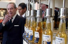 Cha đẻ bia Corona biến toàn bộ dân ở một làng thành triệu phú