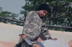 Sốc với video ghi cảnh chiến binh nhí của IS chặt đầu tù nhân