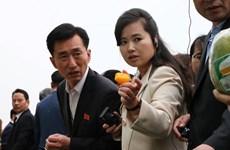 Nữ ca sĩ xinh đẹp trong đoàn Triều Tiên thăm công ty VinEco