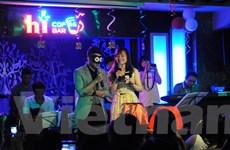 """""""Sự cố"""" khiến Hoài Lâm nghẹn ngào trong tối sinh nhật tại Hà Nội"""