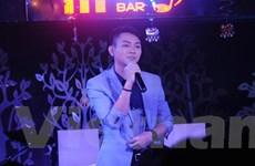 """[Video] Hoài Lâm nghẹn ngào trong tối sinh nhật gặp """"sự cố"""""""