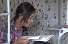 [Video] Câu chuyện về nữ thí sinh rửa bát thuê thi đại học