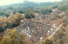 Lạc vào tiên cảnh hàng trăm tháp mộ trong ngôi chùa ở Bắc Giang