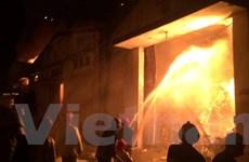 Cháy dữ dội tại khu vực Cảng Sài Gòn, có nhiều tiếng nổ lớn