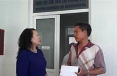 Thứ trưởng Bộ Giáo dục thăm hỏi gia đình học sinh bị đuối nước