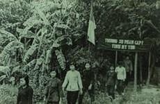 Bài 2: Lớp học thời chiến và phong trào giáo dục ''cơm chấm cơm''