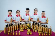 Học sinh lớp 8 và tham vọng thương mại hóa nước chấm cua đồng