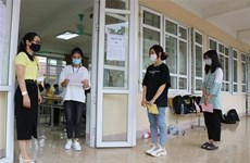 Hà Nội hướng dẫn học sinh làm thủ tục nhập học vào lớp 10
