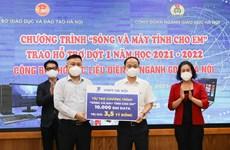 Hà Nội tặng gần 4.000 máy tính và 10.000 sim Internet cho học sinh