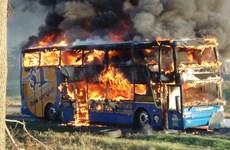 """Video xe buýt """"không người lái"""" cháy ngùn ngụt trên phố"""