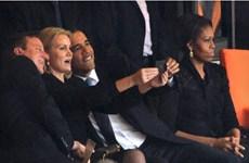 """Cả ông Bush cũng chụp ảnh """"selfie"""" như ông Obama"""