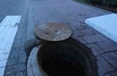Video gã trai ở Trung Quốc xô bạn gái xuống hố rồi đóng nắp