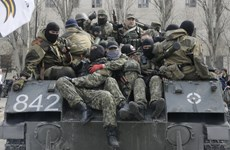 Người biểu tình tấn công vào căn cứ Bộ Nội vụ Ukraine