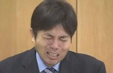 Video chính trị gia Nhật Bản khóc nức nở gây sốt trên mạng