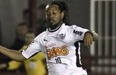 """[Video] Pha """"xỏ háng"""" cực kỳ điệu nghệ của Ronaldinho"""