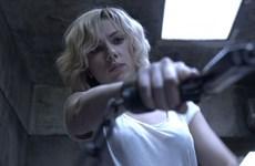 Lucy của Scarlett Johansson đánh bại Hercules của The Rock
