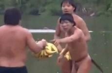 Video thổ dân ở rừng Amazon tiếp xúc với thế giới bên ngoài