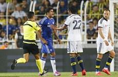[Video] Diego Costa ghi bàn độc diễn rồi suýt... gãy chân