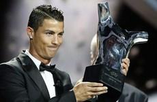 Cristiano Ronaldo lại có phát biểu gây tranh cãi về Mourinho và Messi