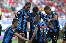[Video] Ronaldinho đã ghi được bàn đầu tiên tại giải Mexico