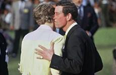 Đằng sau bức ảnh Công nương Diana từ chối nụ hôn của chồng