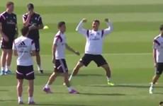 """Ronaldo ăn mừng như """"phát điên"""" khi xỏ háng Rodriguez"""