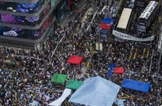 [Video] Cảnh sát Hong Kong xịt hơi cay thẳng vào mặt người biểu tình