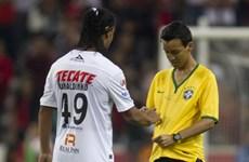 [Video] Ronaldinho đá phạt tuyệt đẹp, đội nhà vẫn thua
