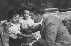 Cậu bé Aryan trong ảnh tuyên truyền của Phátxít kể về Hitler