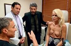 Nữ diễn viên Mỹ nhiễm virus chết người khi phẫu thuật nâng ngực