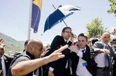 Thủ tướng Serbia bị ném đá ở lễ tưởng niệm thảm sát Srebenica