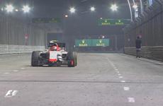 Vettel phát hoảng vì người đàn ông đi bộ trong đường đua