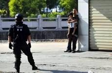 [Photo] Cảnh sát Trung Quốc bắn chết kẻ kề dao vào cổ con tin