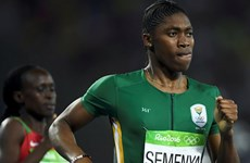 Nữ vận động viên bị nghi là đàn ông Semenya đoạt HCV 800m